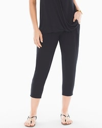 Live. Lounge. Wear. Narrow-Leg Crop Pants Black
